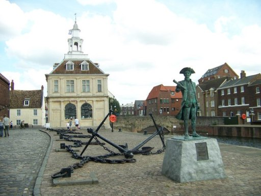 An image of a statue of Captain Vancouver outside The Custom House, King's Lynn