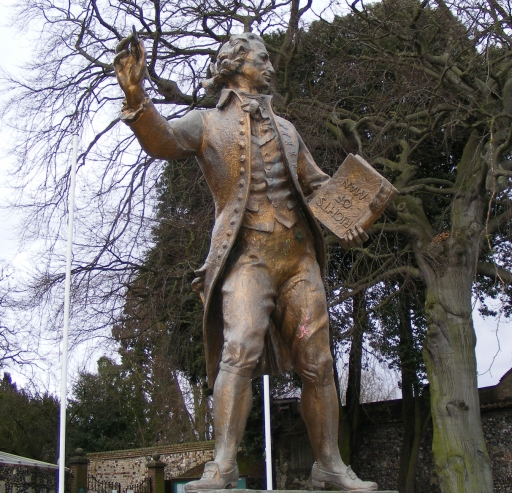 An image of a statue of Thomas Paine, located in Thetford